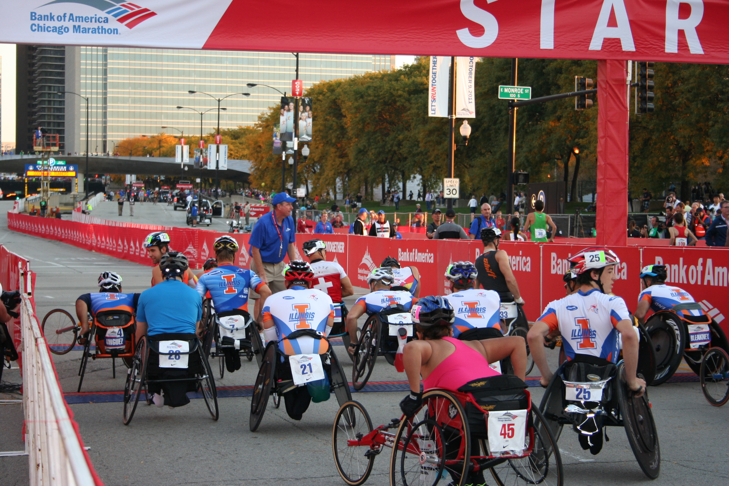 Wheelchair Division start of the 2011 Chicago Marathon
