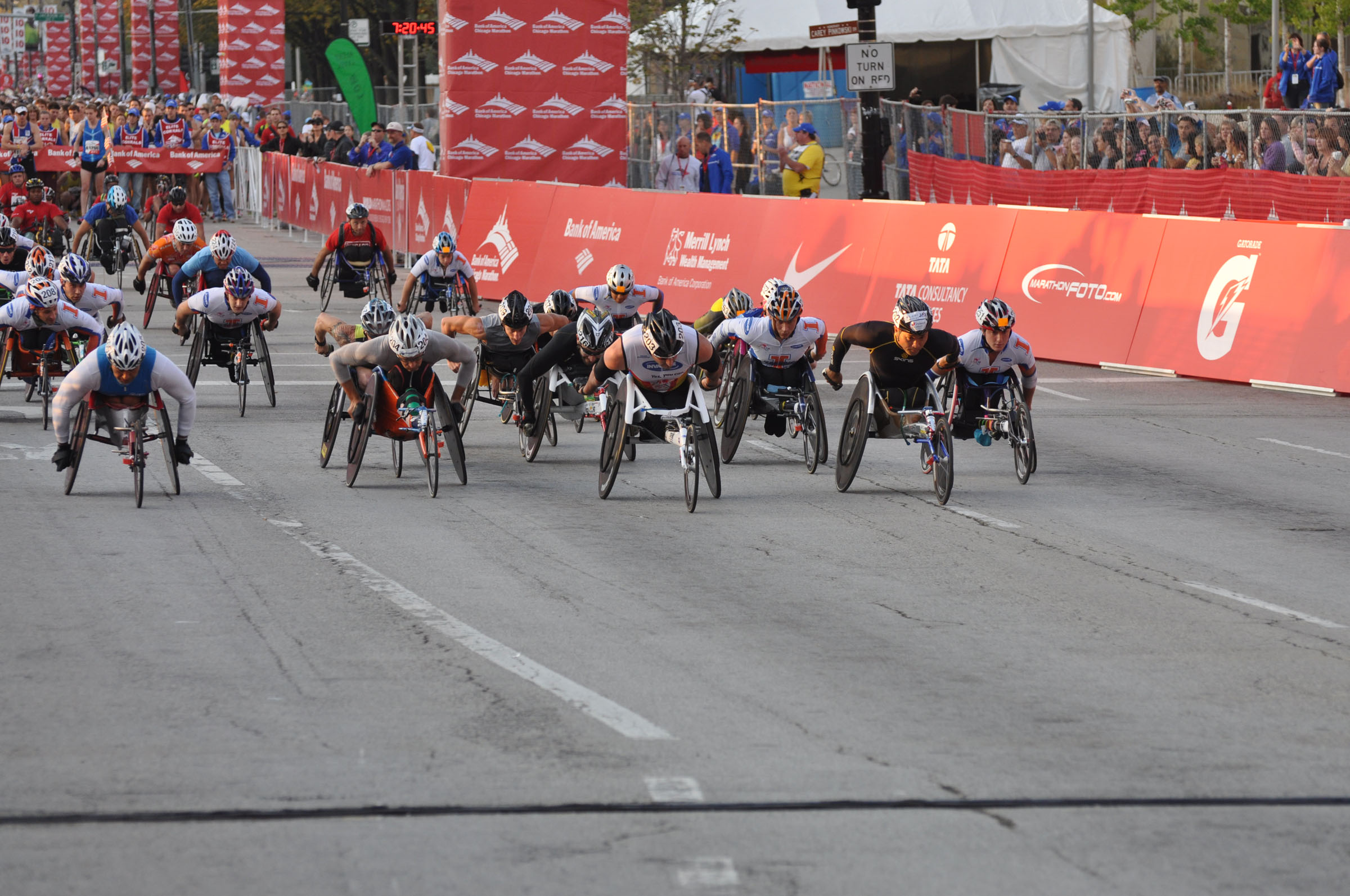 Wheelchair Division start of the 2010 Chicago Marathon